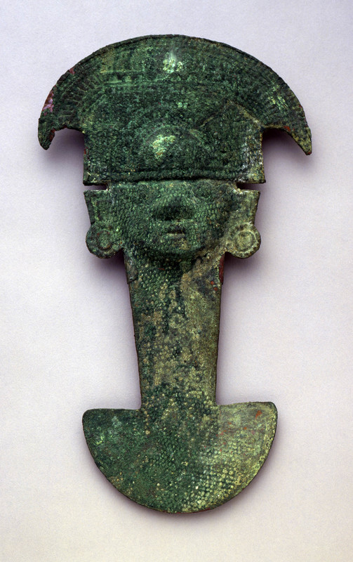 <em>Tumi</em> (Ceremonial Knife) in the Form of the Sicán Lord
